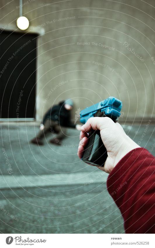 krimi Mensch maskulin Mann Erwachsene 2 dunkel gefährlich Wut Rache Aggression bedrohlich Konflikt & Streit Pistole Waffe schießen erschießen Mord Krimi