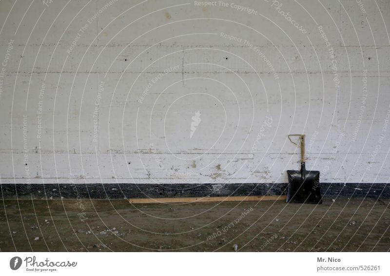 ut ruhrgebiet | schaufel sucht besen Einsamkeit Wand Mauer Arbeit & Erwerbstätigkeit Raum dreckig trist Bodenbelag Sauberkeit Reinigen Baustelle Fabrik