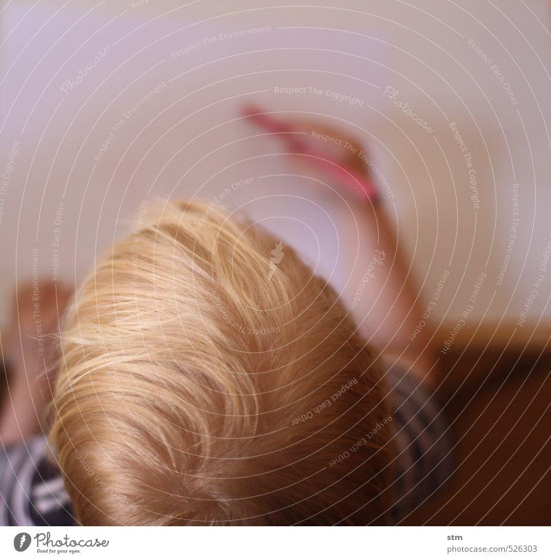 maltag Mensch Kind Hand ruhig Spielen Haare & Frisuren Freizeit & Hobby blond Kindheit Kreativität malen Gelassenheit Konzentration Kleinkind zeichnen Schreibstift