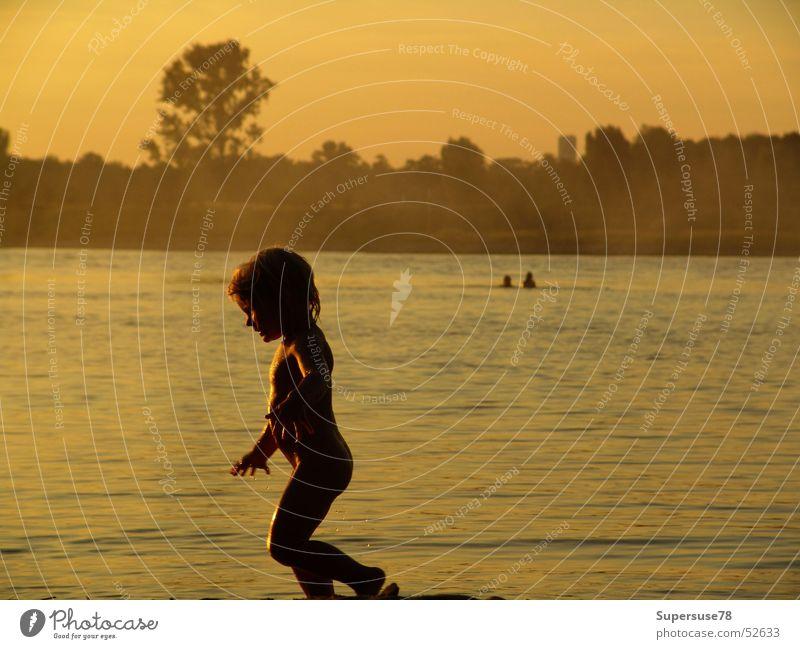 Familie Kind Wasser Sommer Sonne Mädchen Strand Spielen Fluss