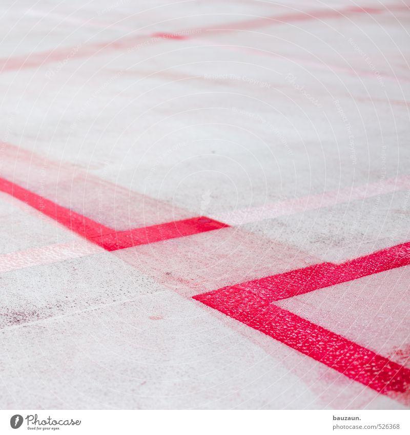 abgrenzung. Stadt rot Graffiti Straße Wege & Pfade Gebäude grau Linie Schilder & Markierungen Platz gefährlich Beton bedrohlich Streifen Sicherheit Schutz