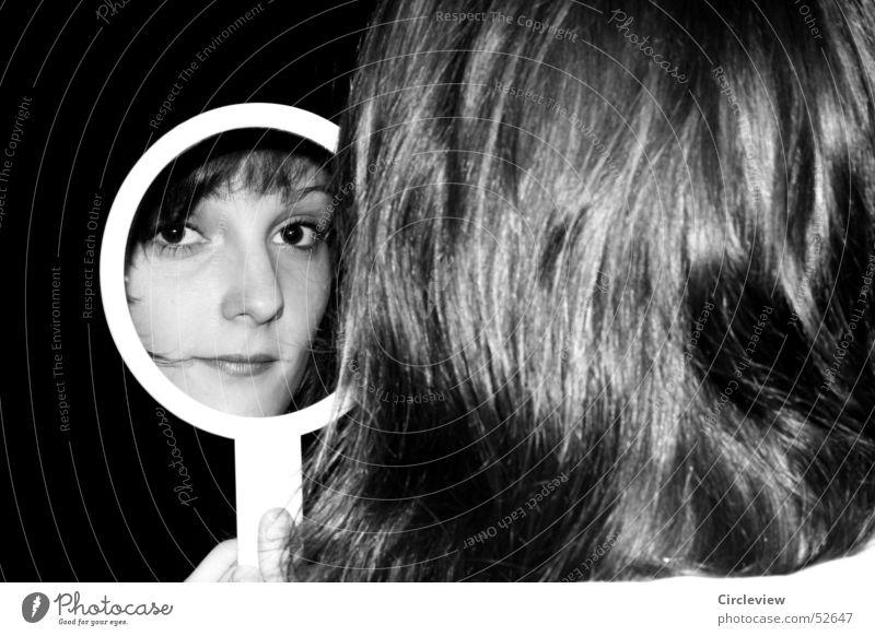 Im Spiegel #4 Frau Reflexion & Spiegelung schwarz weiß Mensch Porträt Haare & Frisuren Gesicht Kopf Schwarzweißfoto Schatten woman mirror hair face head humans