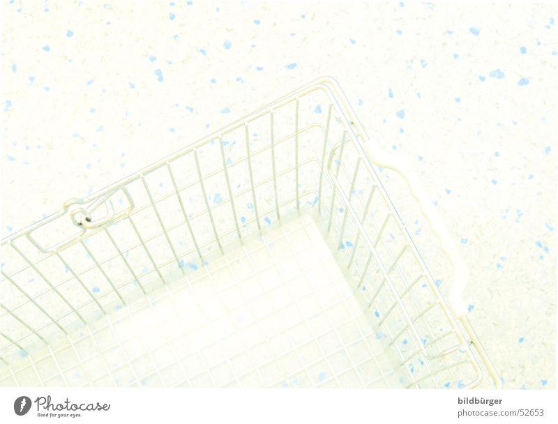 shopping teuer scheckig Tanzfläche Bodenbelag Korb Einkaufskorb leer ausgebrannt Einsamkeit Ladengeschäft Muster Gitter Tragegriff Einkaufswagen