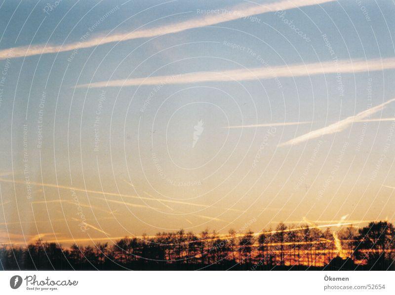 Abendrot Kondensstreifen Abendsonne kondesstreifen wo sind die flugzeuge deutschland abend rot sonne flugzeug romantisch
