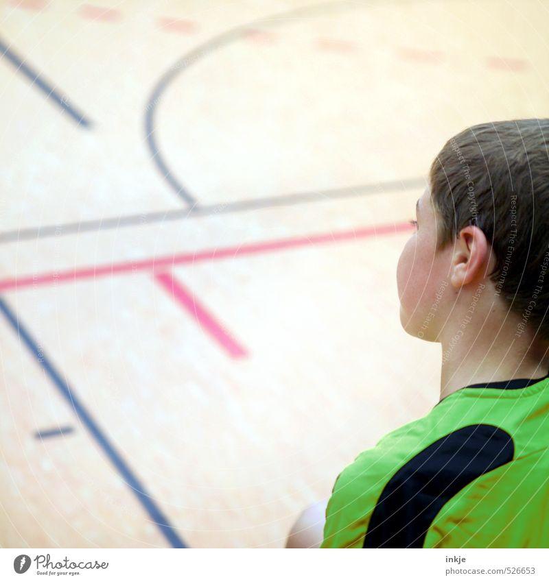 sport Mensch Kind Einsamkeit Gesicht Leben Gefühle Sport Junge Kopf Linie Stimmung Zusammensein Freizeit & Hobby Kindheit sitzen warten