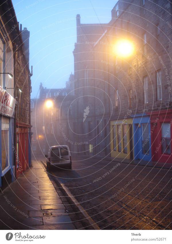 schotttennebel Straße kalt Nebel Gasse Schottland schlechtes Wetter ungemütlich