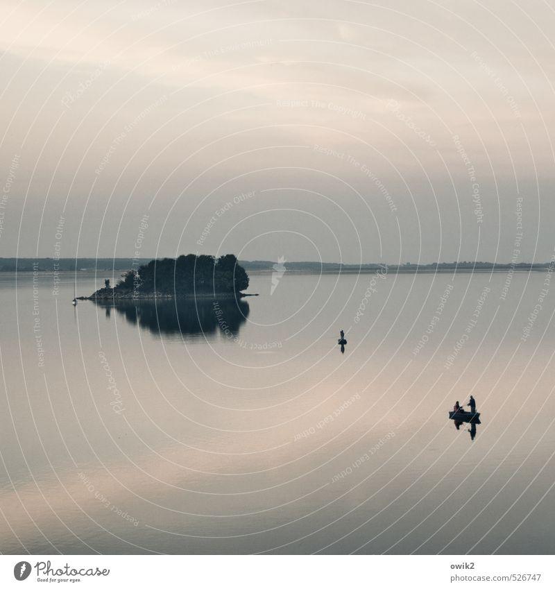 Schwerelos Freizeit & Hobby Angeln Bootsfahrt Abenteuer Freiheit Mensch Mann Erwachsene 3 Umwelt Natur Landschaft Himmel Wolken Herbst Klima Schönes Wetter