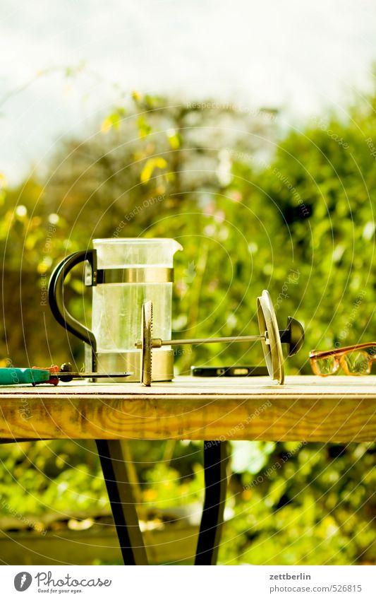 Kaffee im Gärtchen Natur Pflanze Sommer Erholung ruhig Freude Umwelt Herbst Gras klein Garten Zufriedenheit Häusliches Leben Lifestyle Sträucher Getränk