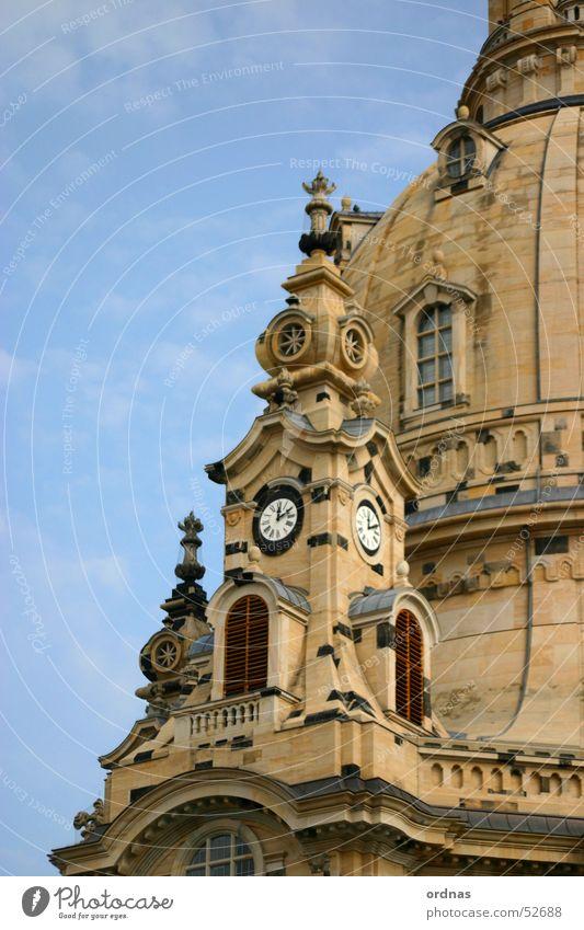 Frauenkirche zu Dresden Detail Sachsen Gotteshäuser Götter Turmuhr Uhr Kirchturm Denkmal Kirchturmuhr Erneuerung Zerstörung 1945 Bombe Zifferblatt Außenaufnahme