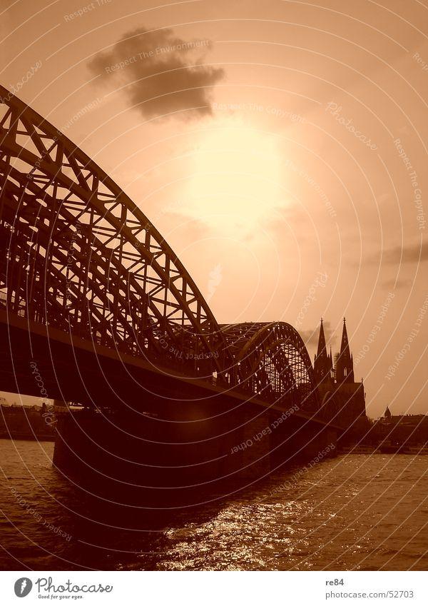 eau de cologne Köln Stadt Wolken Reflexion & Spiegelung Ausstrahlung Dom Brücke Rhein Wasser Fluss Religion & Glaube Kathedrale Sonne orange Kontrast Schatten