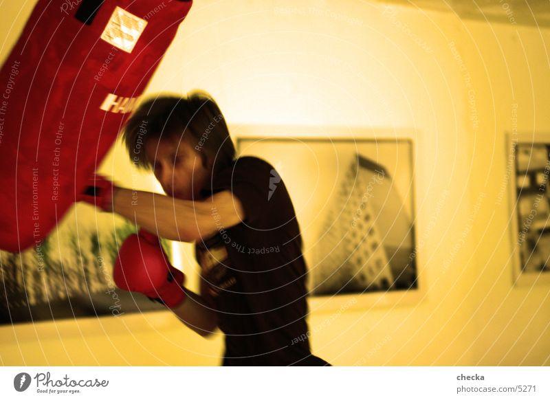 punching Sport Kraft Aktion Wut Lautsprecher kämpfen Faust Schlag Angriff