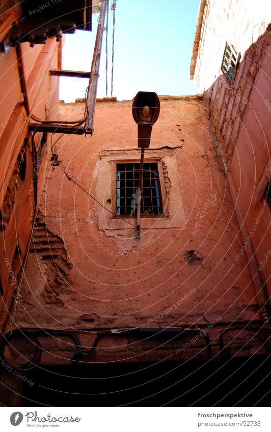 es werde licht Himmel Stadt Haus Lampe Fenster Mauer Beleuchtung Straßenbeleuchtung Gasse Erkenntnis Marokko Mahgreb