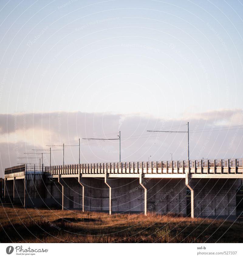 Himmel Ferien & Urlaub & Reisen Wolken Architektur sprechen Gras Arbeit & Erwerbstätigkeit Wetter Luft Verkehr Brücke Eisenbahn Bauwerk Gelassenheit verfallen Fernweh