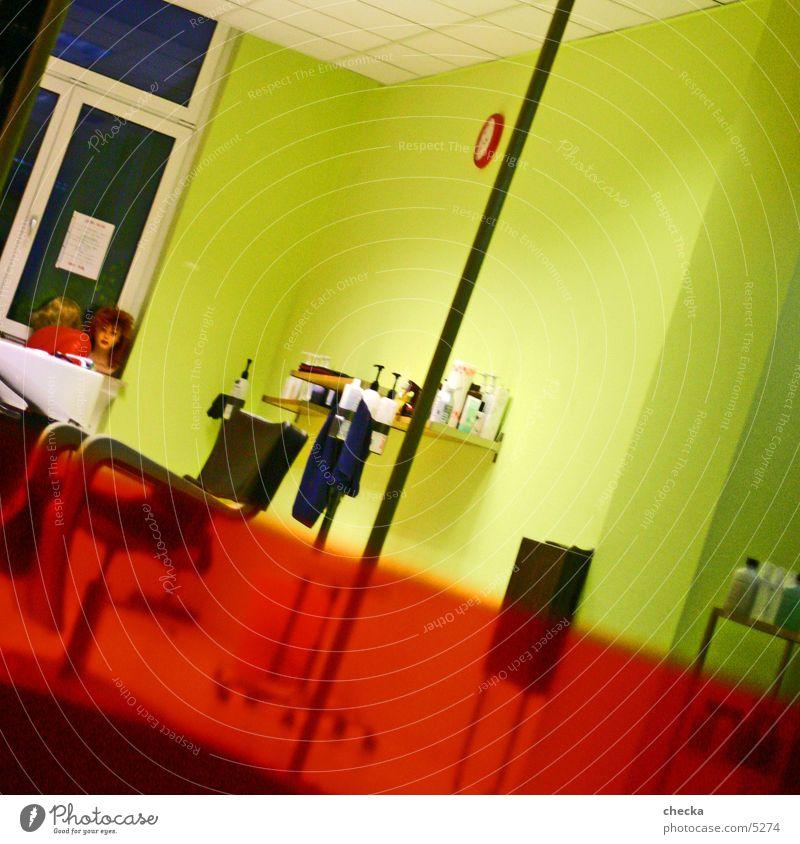 friseur diagonal Schaufenster Dienstleistungsgewerbe Friseur Ladengeschäft interior Innenarchitektur Häusliches Leben Raum Farbe mehrfarbig