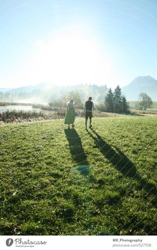 Heimat morgen Mensch Kind Himmel Natur Jugendliche blau grün Sonne Landschaft Junge Frau ruhig Junger Mann 18-30 Jahre Erwachsene feminin Herbst