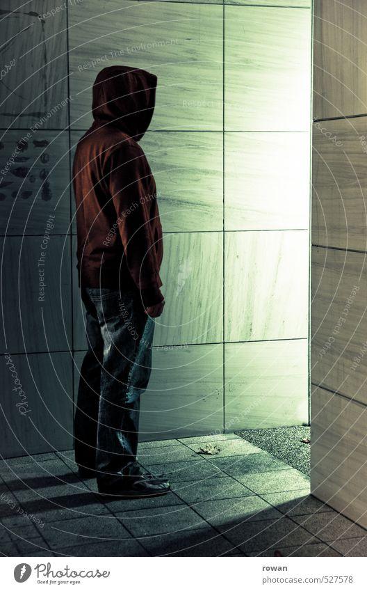 erleuchtung Mensch maskulin Mann Erwachsene 1 Mauer Wand stehen dunkel gruselig kalt Stadt Angst gefährlich Volksglaube Endzeitstimmung bedrohlich geheimnisvoll