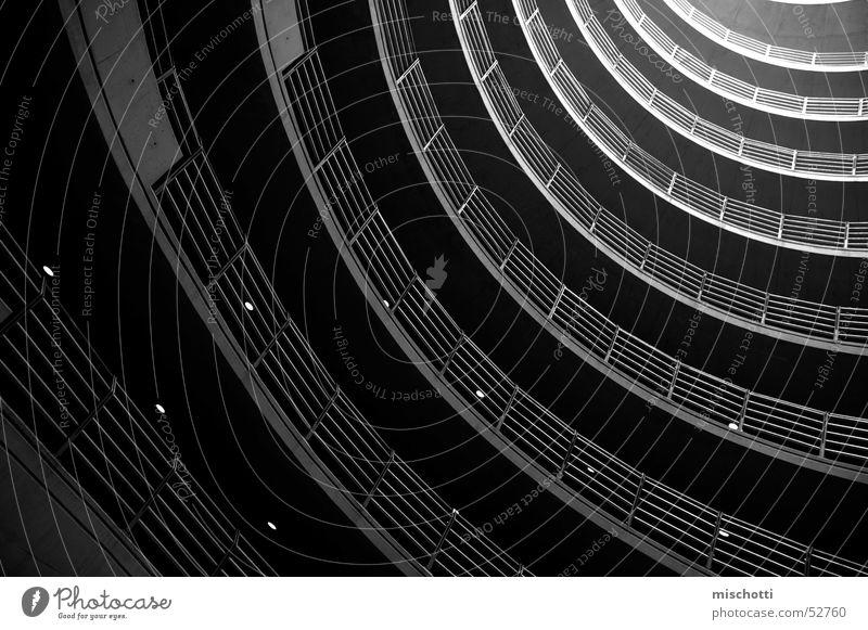zum licht Parkhaus schwarz weiß Licht dunkel Zukunft rund parken unten Geländer Schatten UFO future oben Sonne