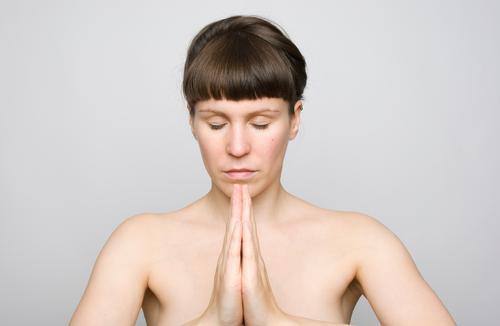 zur mitte finden schön Körperpflege Haut Gesundheit Wellness Leben harmonisch Wohlgefühl Zufriedenheit Sinnesorgane Erholung ruhig Meditation Yoga Junge Frau