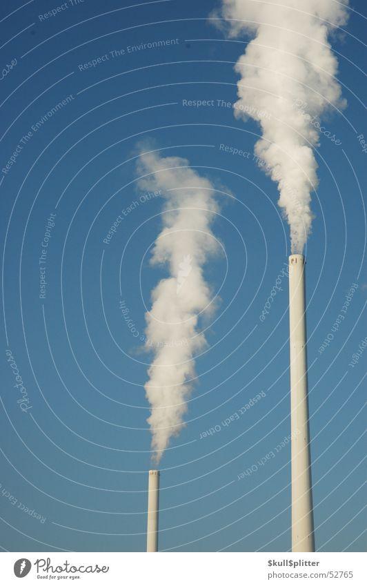 Zwei Schornsteine Umweltverschmutzung Abgas Kohlekraftwerk Stromkraftwerke Himmel Energiewirtschaft
