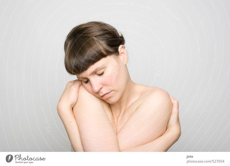 wärmen Jugendliche schön nackt Erholung Einsamkeit Junge Frau ruhig Traurigkeit feminin Gesundheit natürlich träumen Haut Zufriedenheit Warmherzigkeit Schutz