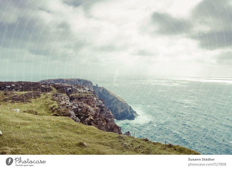 irres irland Ferne Himmel Wolken Herbst Klima Gras Grünpflanze Wellen Küste Meer Insel wild Republik Irland slieve league Klippe Atlantik Wiese rau mehrfarbig