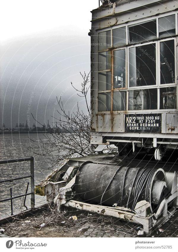 Hafen Hamburg Kran Gewässer Fenster Küste Wasser Elbe Rost dreckig Geländer Himmel