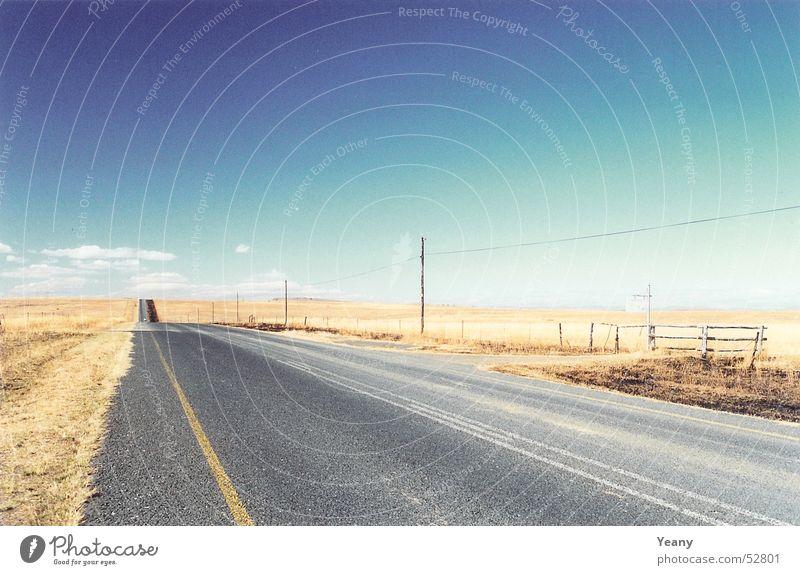 Road to nowhere Natur Himmel blau Einsamkeit Ferne Straße Freiheit Wege & Pfade Landschaft braun Wüste Unendlichkeit Fluchtpunkt