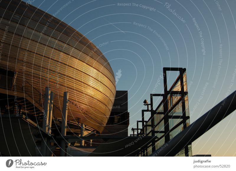 Abendsonne Himmel Haus Gebäude gold Fassade modern Bildausschnitt Anschnitt Kunstwerk Hannover Kondensstreifen Weltausstellung Moderne Architektur Rundbauweise