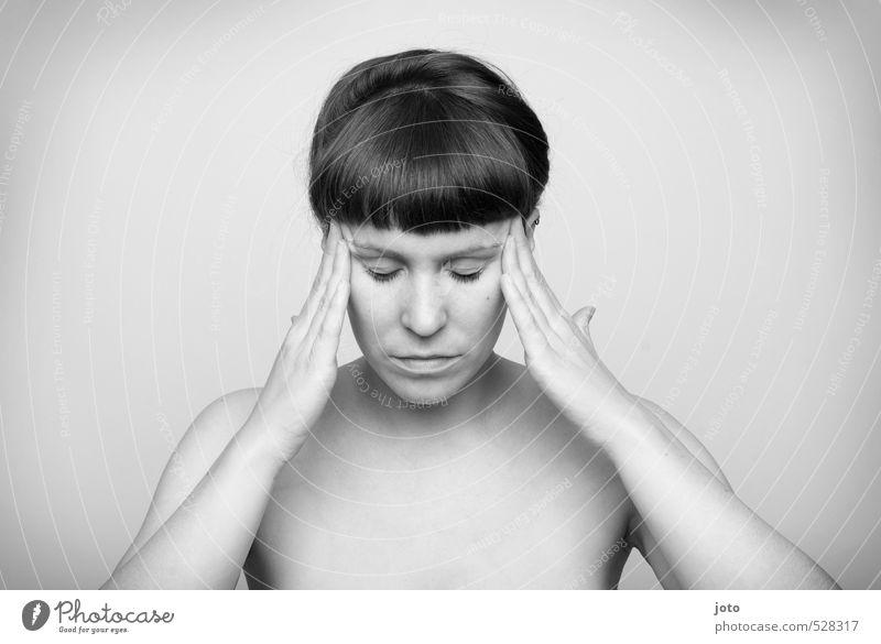 konzentration Frau nackt Erholung ruhig Erwachsene Traurigkeit Denken natürlich nachdenklich Haut Zufriedenheit Konzentration Körperpflege Wohlgefühl Müdigkeit Schmerz