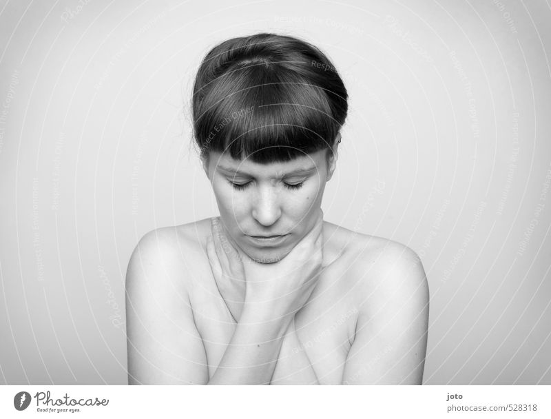 """""""mein leben ohne mich"""" Frau Jugendliche nackt Einsamkeit Junge Frau Erwachsene Traurigkeit natürlich bedrohlich berühren Sicherheit Schutz Sehnsucht Schmerz"""