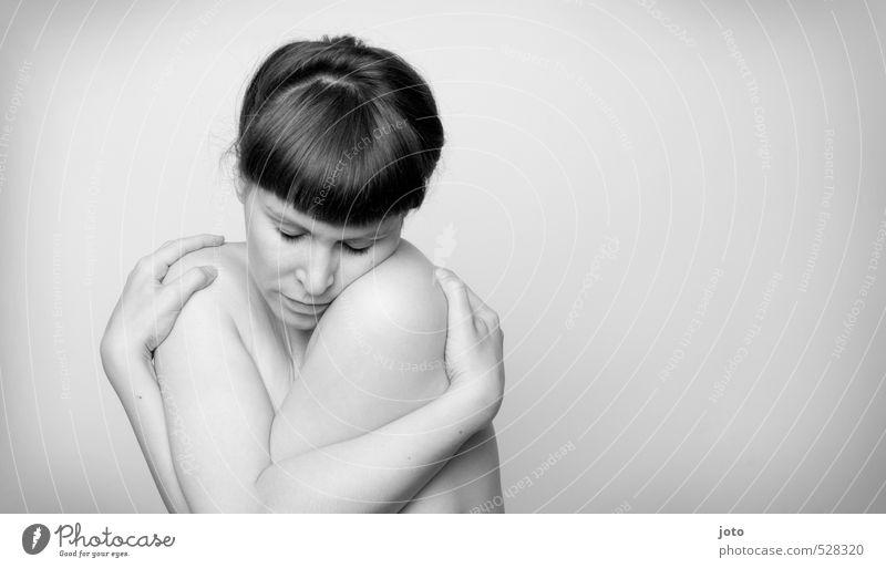 spüren Frau Jugendliche nackt Erholung Einsamkeit Junge Frau ruhig Erwachsene Erotik Leben feminin Traurigkeit natürlich Haut Zufriedenheit Warmherzigkeit