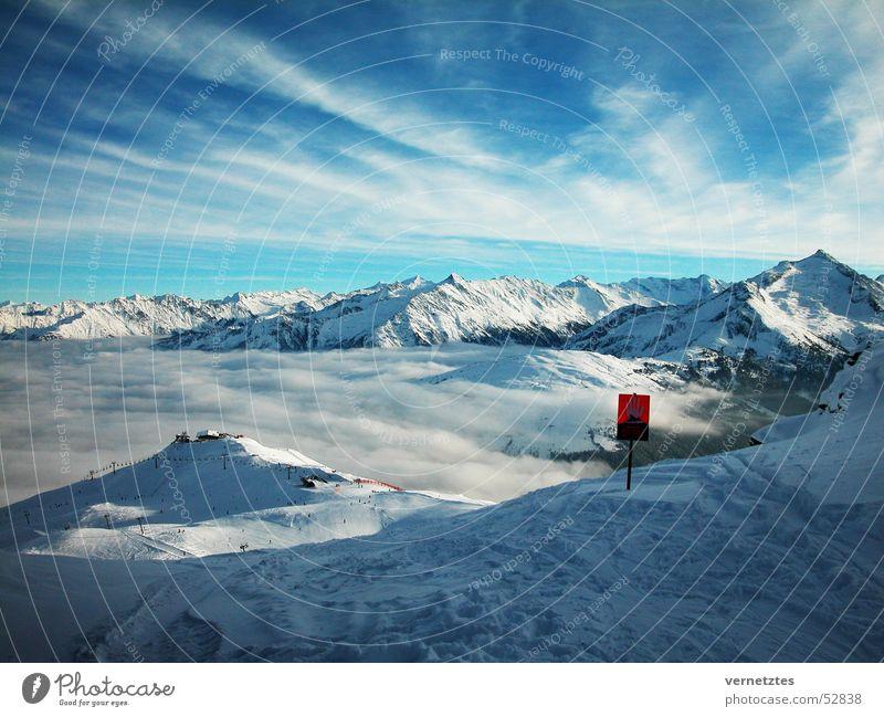 Winterwelt Himmel Wolken Berge u. Gebirge Bergkuppe Tal Schnee Nebel Skipiste Schilder & Markierungen kalt Ferien & Urlaub & Reisen Österreich Zillertal
