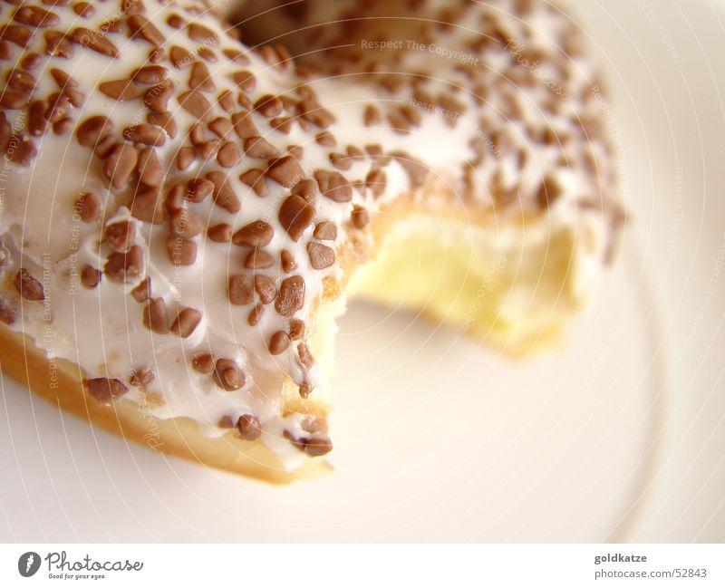 angebissen Lebensmittel Kuchen Dessert Süßwaren Schokolade Ernährung dick lecker süß braun gelb genießen Krapfen ungesund Café Backwaren Bäckerei Fett Kalorie