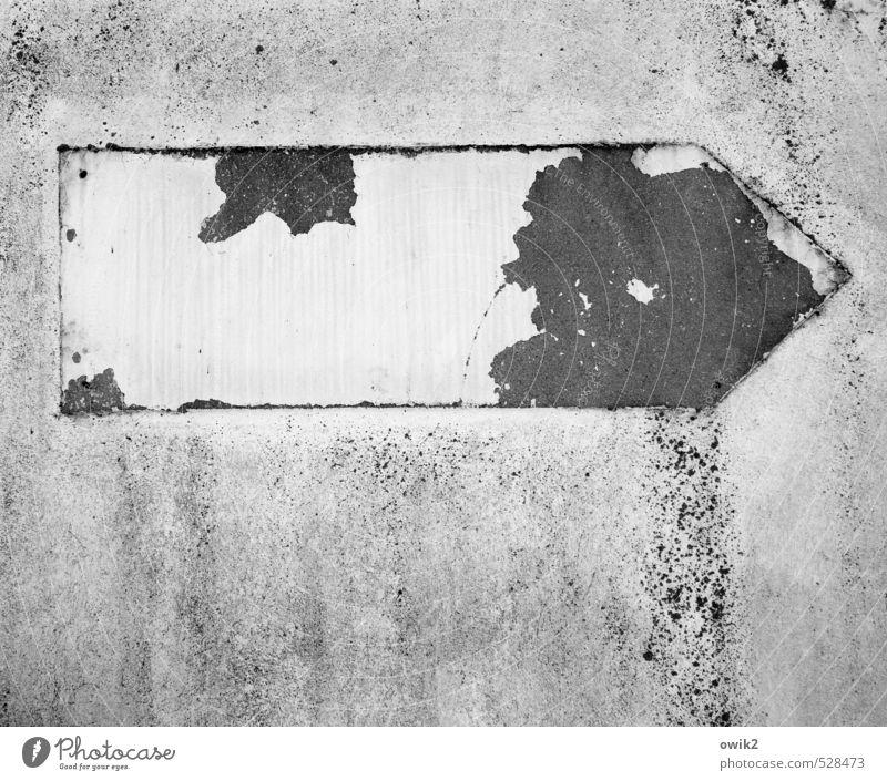 Rechtssicherheit Stadt alt Wand Mauer Fassade Beton Spuren Pfeil verfallen schäbig rau Rest rechts Abnutzung ehemalig Verkehrsschild