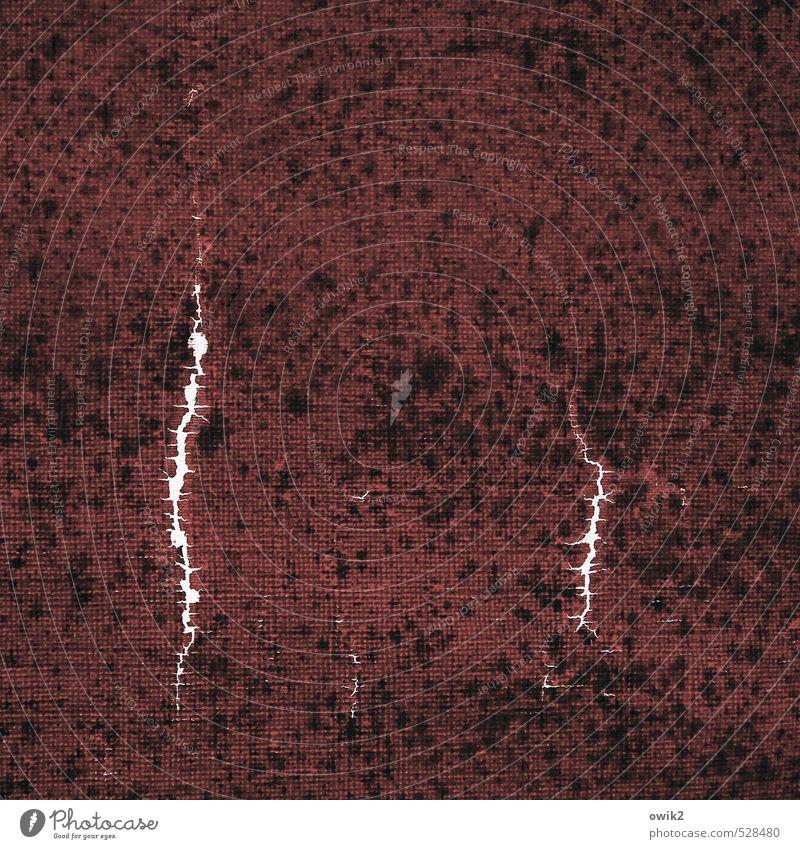 Raumkonzept Kunst Kunstwerk klein nah wild Riss Am Rand Material Stoff Textilien bordeaux Fleck gefleckt Zahn der Zeit Farbfoto Gedeckte Farben Nahaufnahme