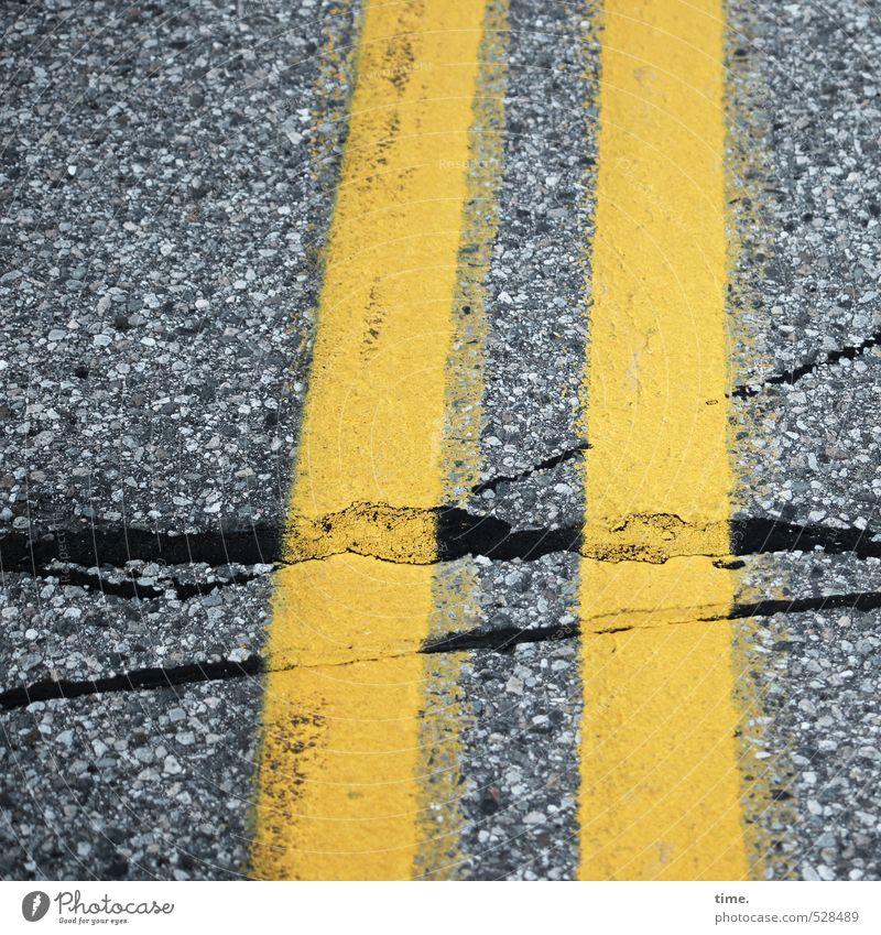 || Verkehr Verkehrswege Straße Wege & Pfade Teer Asphalt Markierungslinie Schilder & Markierungen Stein Linie kaputt gelb grau Partnerschaft geheimnisvoll