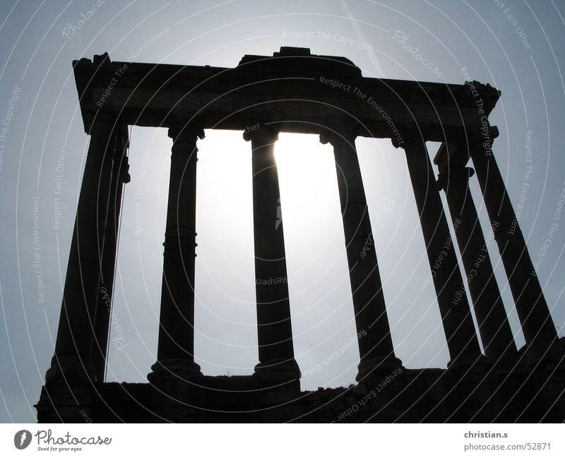 Tempel des Saturn. Rom Götter antik Himmel Italien Gegenlicht Roman Europa historisch Gotteshäuser temple romans ancient Römerberg backlight Forum Romanum gods