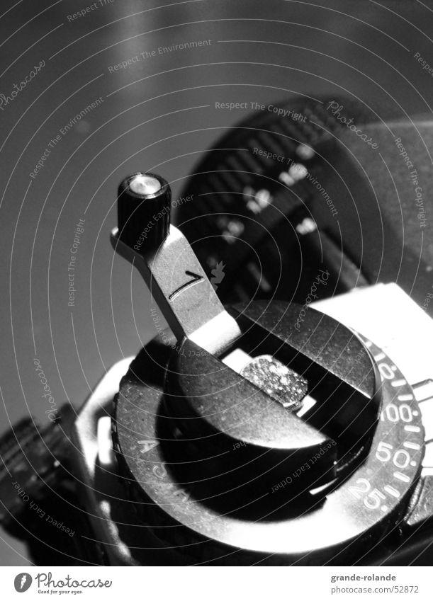 ausgeklappt Ferne Fotografie Makroaufnahme Zoomeffekt Kurbel manuell tele Objektiv Fotokamera Nahaufnahme Schwarzweißfoto Kontrast fotographieren Filmindustrie