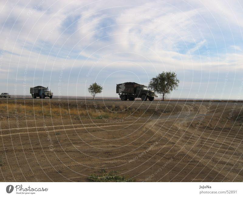 transport durch die steppe Ferne Güterverkehr & Logistik Lastwagen Steppe Kasachstan
