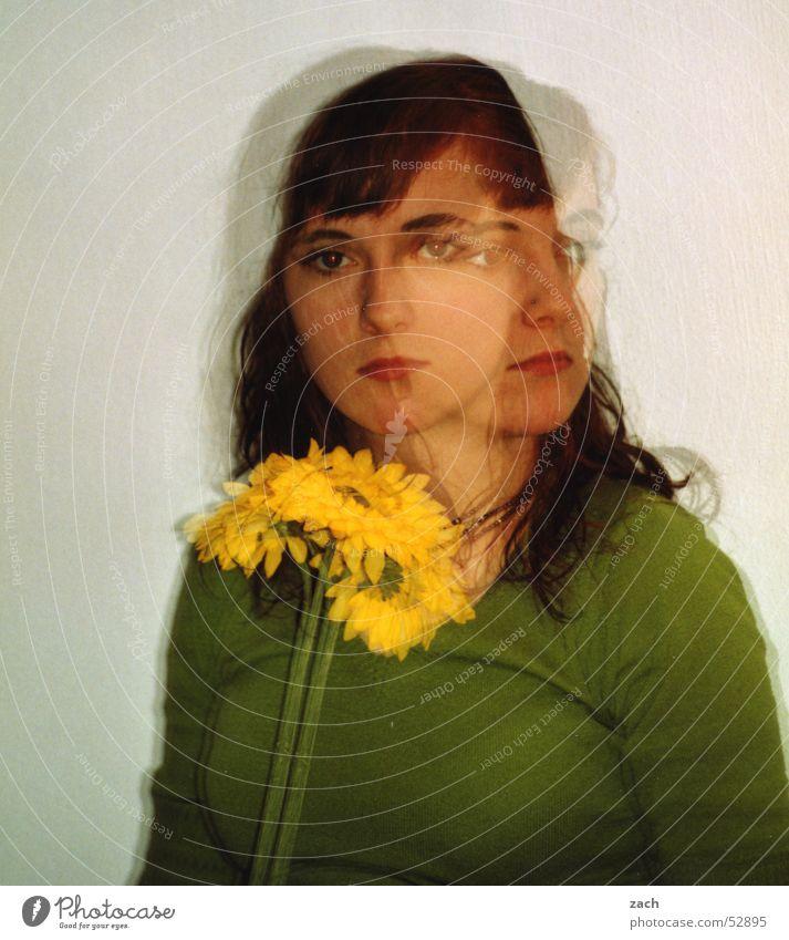Picasso?? Doppelbelichtung Porträt grün Frau Mädchen Blume gelb 2 Zwilling Perspektive Gegenteil Richtung schön Gesicht ansichtssache gesichtspunkt face Blick