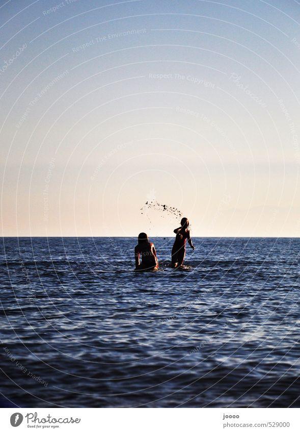Schlammschlacht am Strand Mensch Kind Himmel Ferien & Urlaub & Reisen Jugendliche blau Wasser Sommer Meer Junge Frau Freude feminin Bewegung Küste lachen