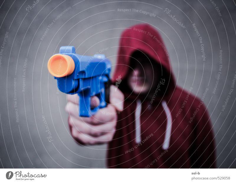 Mensch Jugendliche Junger Mann 18-30 Jahre Erwachsene dunkel Wand Mauer lustig Angst maskulin gefährlich bedrohlich Spielzeug Wut Gewalt