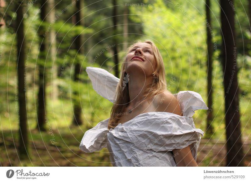 I wish I could be like a bird in the sky Mensch Natur Jugendliche schön grün weiß Baum Junge Frau 18-30 Jahre Wald Erwachsene feminin Gefühle Freiheit träumen