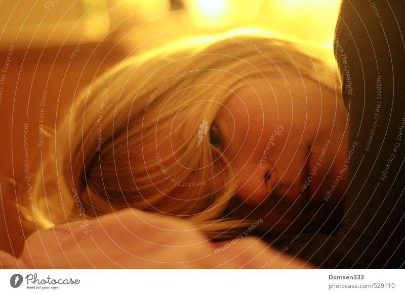 Ausgeglichen Gesundheit Wellness harmonisch Wohlgefühl Zufriedenheit Sinnesorgane Erholung ruhig Schlafzimmer feminin Junge Frau Jugendliche Paar Partner