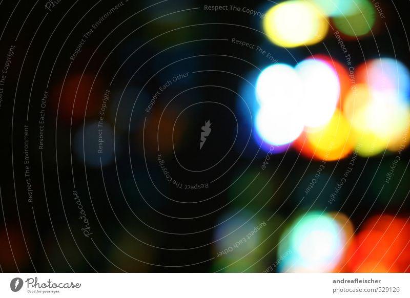 Tanz der Lichtpunkte. Kunst Gefühle Nachtleben mehrfarbig Kirchenfenster Kontrast rot blau gelb grün Kreis träumen Experiment Menschenleer Textfreiraum links