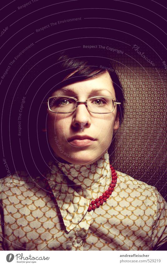 Selfie. Die biedere Version. ;) feminin androgyn Junge Frau Jugendliche 1 Mensch 18-30 Jahre Erwachsene Bekleidung T-Shirt Stoff Accessoire Schmuck Brille