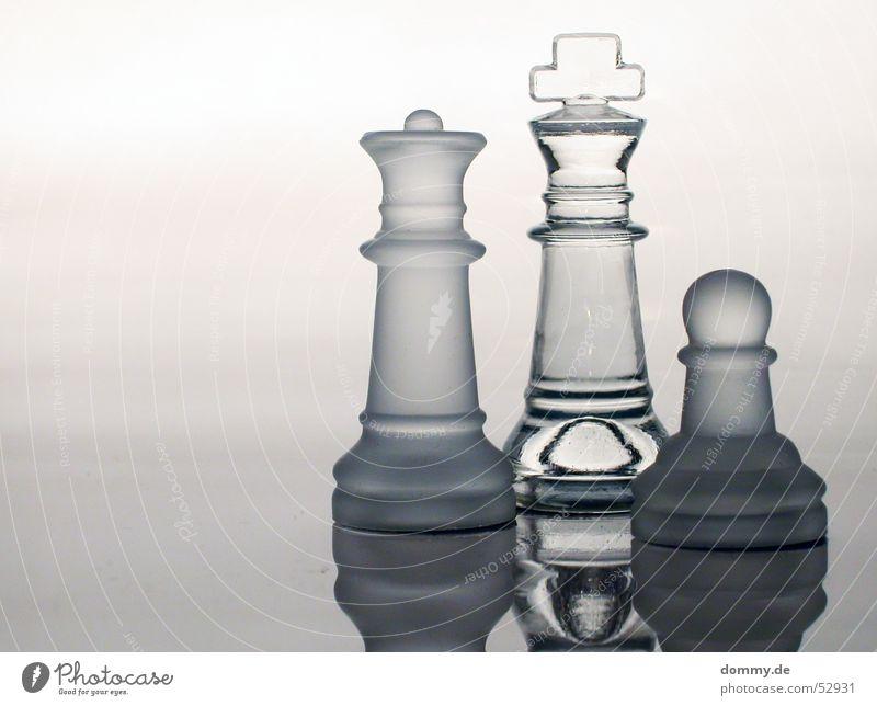 Family *100* EDITON Spielen Linie Glas Rücken stehen rund Klarheit Rauch Dame König Schach Schachbrett Schachfigur Brettspiel