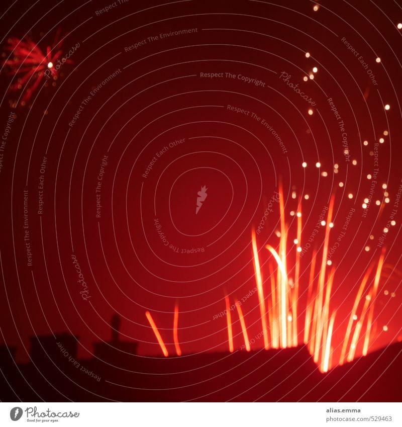 back.lights Silvester u. Neujahr Feuerwerk Nacht rot Licht Dach Stadt Schornstein Flamme Party Langzeitbelichtung Silhouette glänzend Quadrat Feste & Feiern