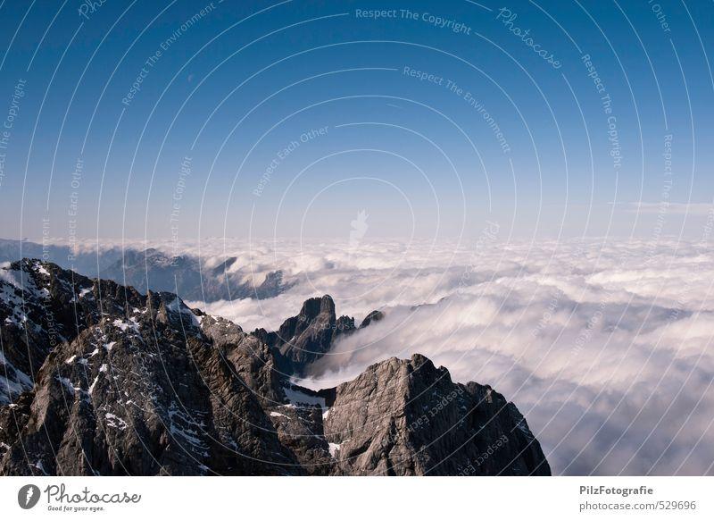 Grenzen Himmel Landschaft Wolken Berge u. Gebirge Herbst Zeit Felsen Nebel Klima Erfolg bedrohlich Abenteuer Gipfel Unendlichkeit Alpen Ziel