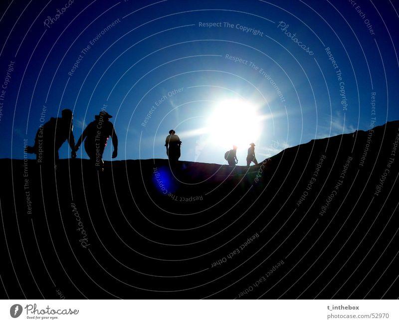 Stairway to Heaven dunkel schwarz Gegenlicht Australien einzeln Gegenteil wenige Wolken Mensch Licht Paar blau Sonne Kontrast Stein Einsamkeit couple Single